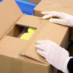 入れ間違いや梱包方法が指定通り行われているかを、封かんする前に厳重に最終確認しています。