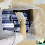 当社で梱包作業する場合、箱からスムーズに取り出せるようにビニール袋に入れて箱詰めしています。
