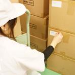 例えば届けた後にお客様が分かりやすいようにシールを貼る等、きめ細やかなサービスを心がける熟練の作業員が対応します。