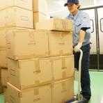 翌日出荷や、資材を今日入れて今日出荷してほしいといった緊急の対応も受付可能です。お気軽にお問合せください。