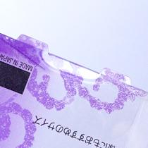 PET素材は紙に比べて高い硬性を持っています。切れ目を入れて立てるだけでスタンド等重量を支える形状も可能です