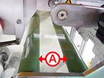 静電気防止シートを巻きつけることにより、フィルムと接する場所からの静電気発生を抑えます。